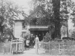 The Strain Home in 1910. Located near Lyerly, it was later known as the Weesner Home